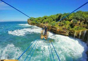 Yuk Coba Tantang Diri Sendiri di Gondola Pantai Timang, Wisata Super extrem