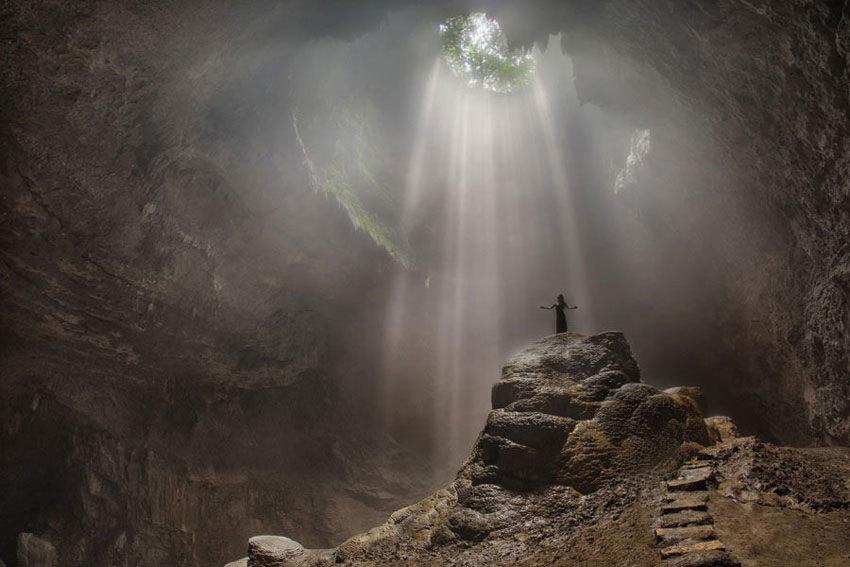 Menjelajah Hutan Purba di Goa Jomblang