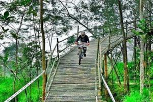 Menikmati pemandangan Gunung Merapi dari dekat di Bukit Klangon Glagaharjo, Yogyakarta