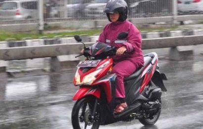 10 Tips Mengendarai Sepeda Motor Saat Hujan dari Dinas Perhubungan DIY