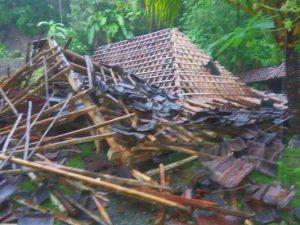 Longsor, Tebing di Semin Robohkan Rumah Warga