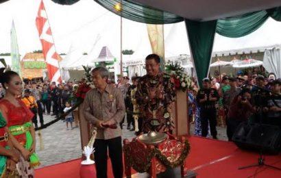 KGPAA Paku Alam X Pukul Kenong, Pasar Sekaten 2017 pun Resmi Dibuka