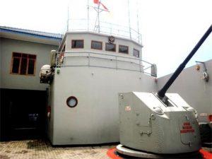 Menjajal Sensasi Anjungan Kapal Cepat TNI AL di Museum Bahari Yogyakarta