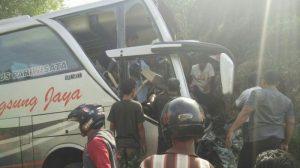 Kecelakaan di Jalan Mangunan-Imogiri, Bus Oleng dan Menabrak Bukit