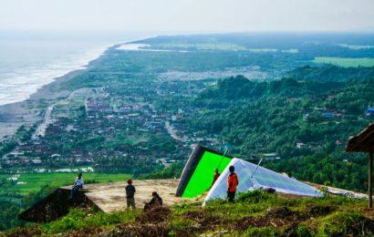 Menikmati Sore Hari di Bukit Paralayang, Bantul