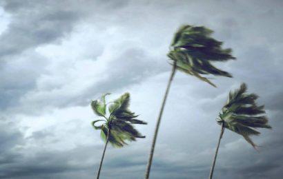 Hati-hati, Kecepatan Angin Saat Hujan Hampir 40 Km/jam